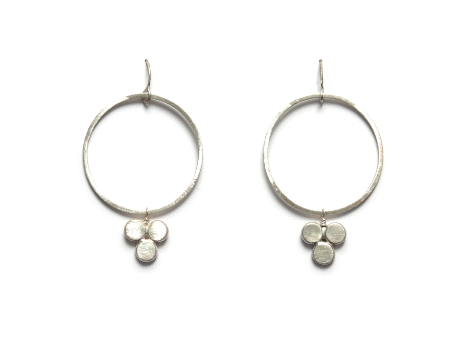 large silver link & dot earrings   $110.00   item 10-134